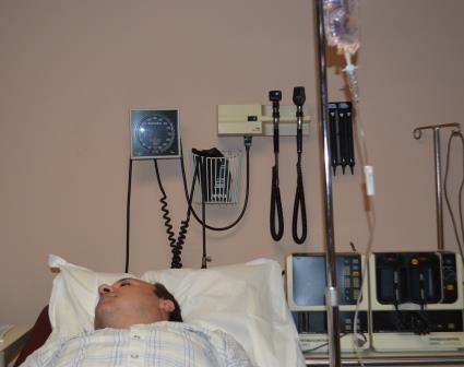 Dr. Usha Jain treating the Patient with IV Fluids